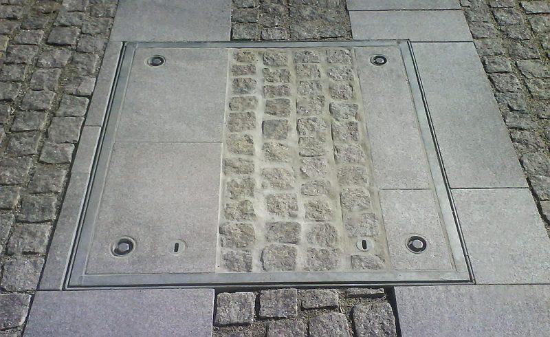 Couvercles de puits avec types de surfaces divers