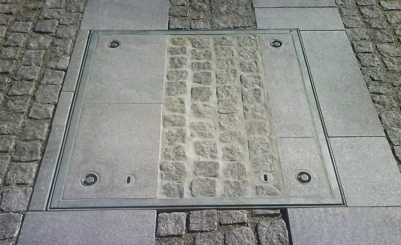 Cover with slabs
